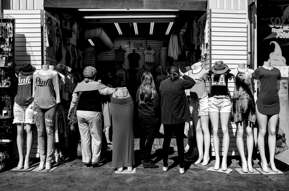 Mannequins and Humans
