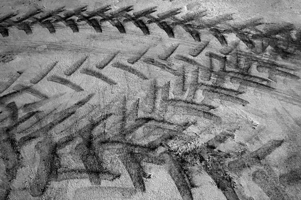 Traces (tire prints)