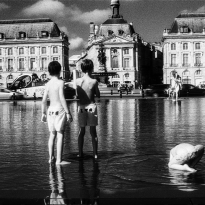 Playing with the water in Bordeaux, France