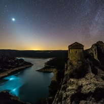 Castles and hermitages of Catalonia under the stars.